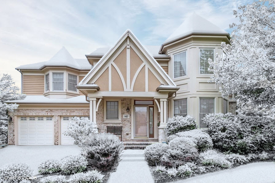 It is best to take photos in advance to prepare for the spring real estate market